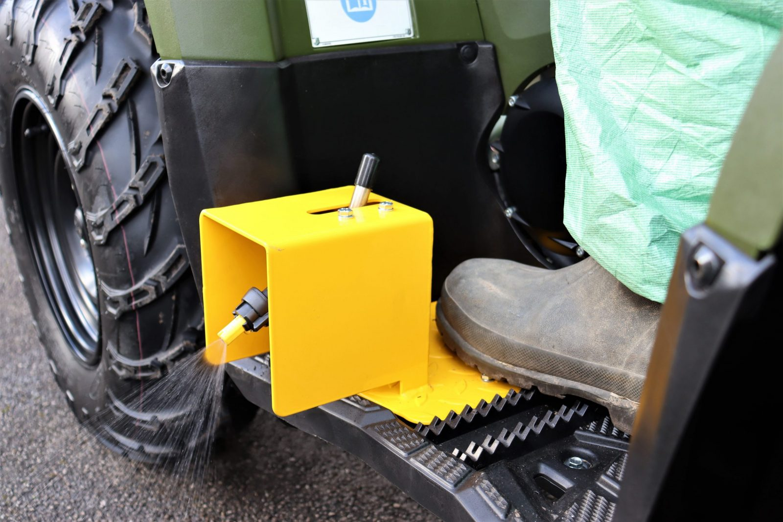 Two foot rest nozzles with off centre very low drift nozzles, angle of spray can be adjusted by driver on seat – mounted within the width of the quad bike.