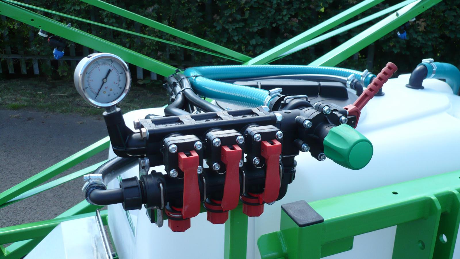3 section manual control with balanced return on STARGREEN AS300Pro and AS400Pro amenity sprayers