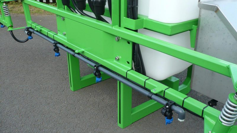 6 metre, high quality manual fold booms on the STARGREEN AS300Pro and AS400Pro