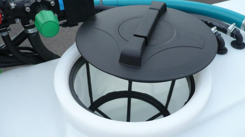 Detail of the polypropylene tank with tank lid and deep basket filter from STARGREEN's AS600Pro and AS800Pro tractor-mounted amenity sprayers