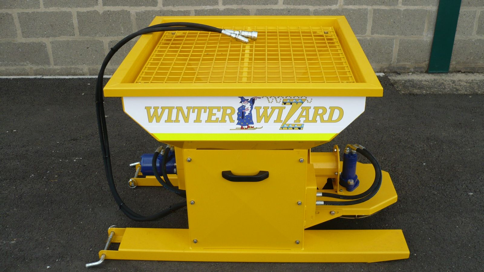 The Winter Wizard has a flat mesh top with access hatch