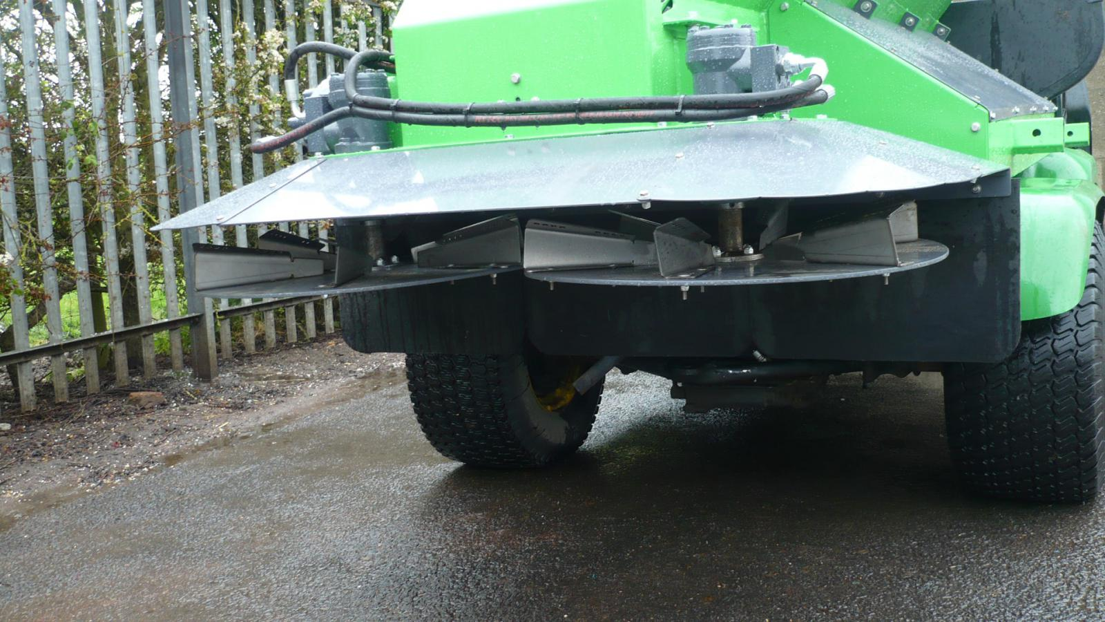 Adjustable disc position allows fine tune spreading pattern by changing the drop point on the spreading discs on this STARGREEN UTV Demount Turf Care Top Dresser