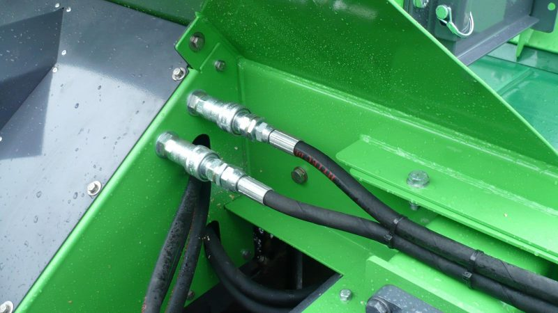 The TD700 from STARGREEN is hydraulically powered from the utility vehicles auxiliary hydraulic circuit (spool valves)