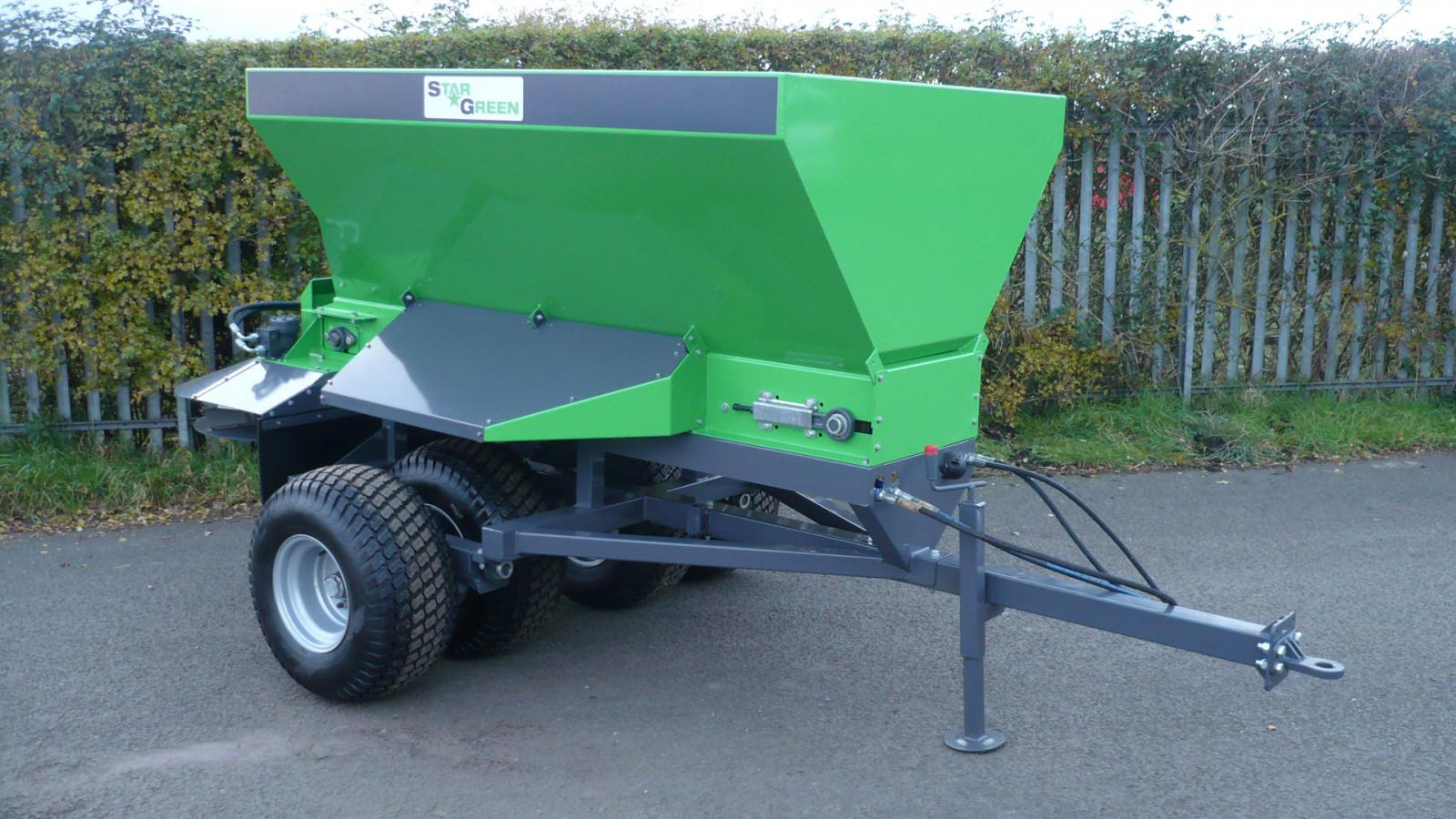The TD1500T STARGREEN Trailed Turf Care Top Dresser was specifically created for top dressing turf playing and sports surfaces, being a tow-behind design for suitably sized tractors.