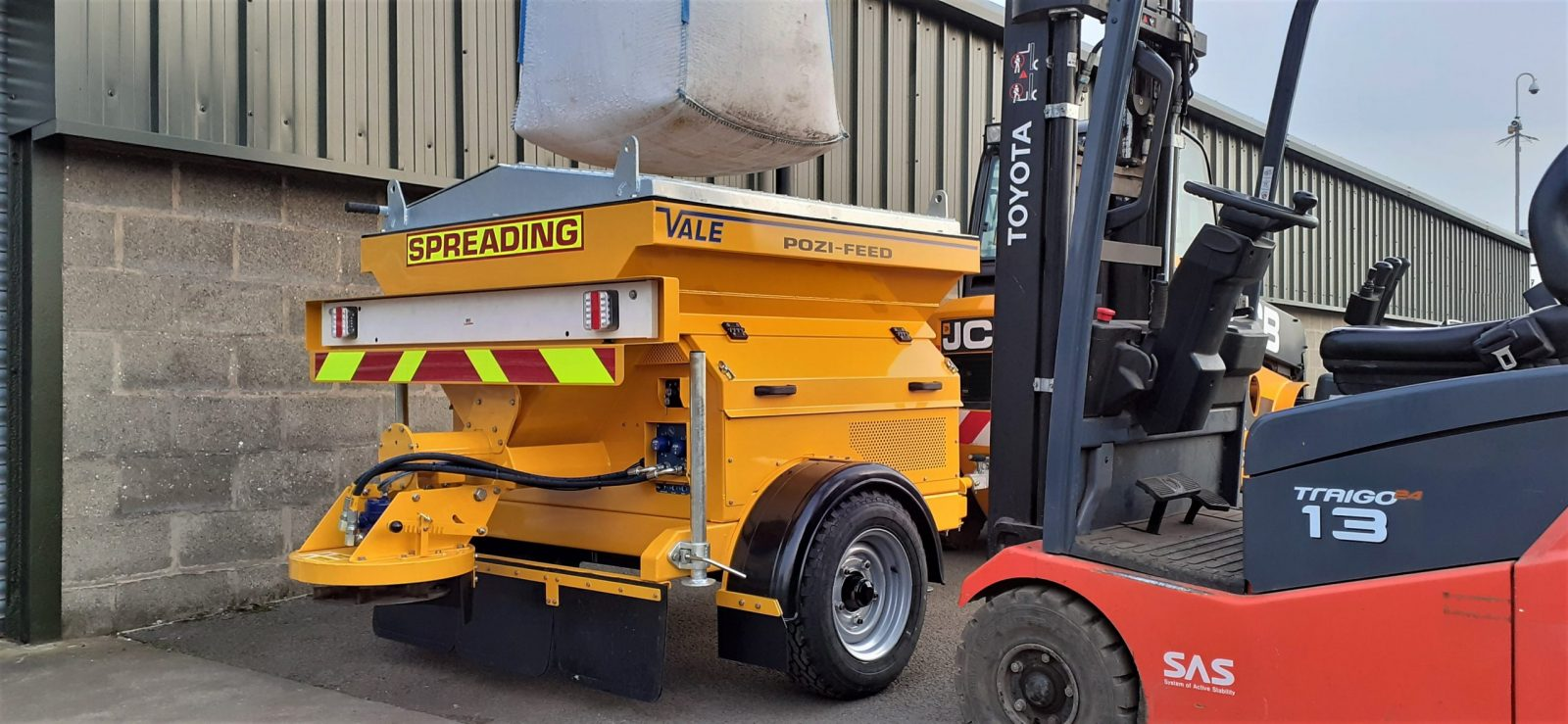 The hopper of the TS800DC Tug-Towed Salt Spreader is designed to take approximately 1000kg of salt, making it ideal for use with 1-ton bulk bags, which are easy and clean to store and make hopper filling simple and efficient.