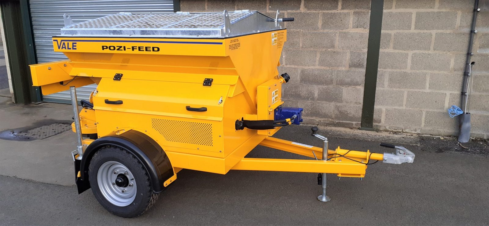 The TS800DC Tug-Towed Salt Spreader (Gritter) requires minimal servicing as it features a very simple and easy-to-maintain chassis design, with enclosed engine and hydraulic system to reduce salt damage.