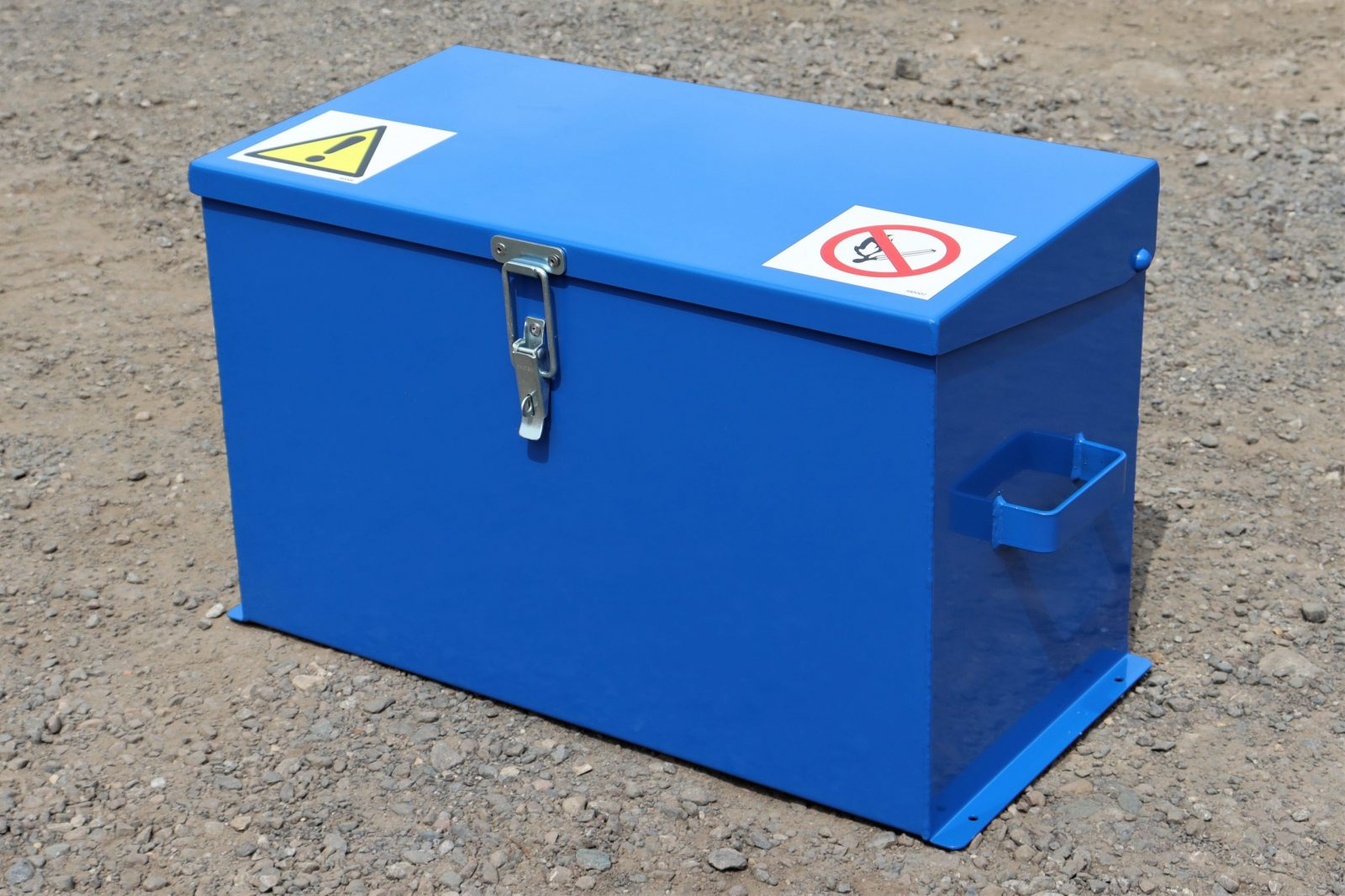 Medium Chemical Storage Safe VCS025 has 5 x 5 litre capacity
