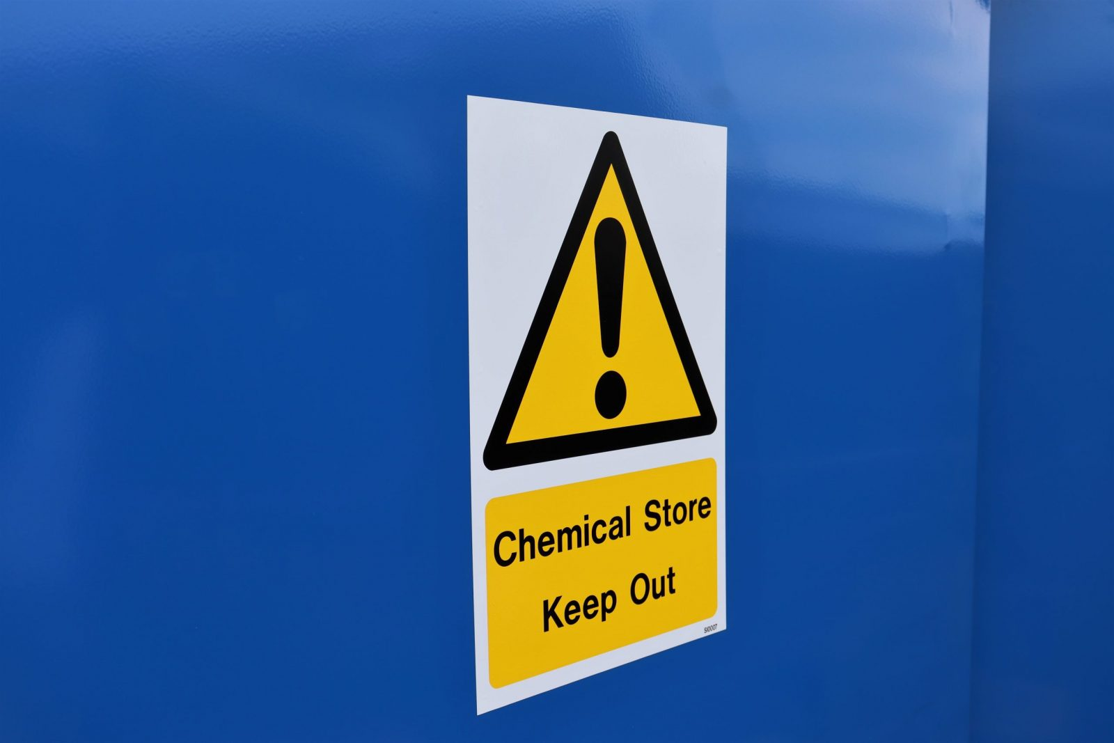 Clear warning signs feature on all VALE Engineering's Chemical Storage Safes