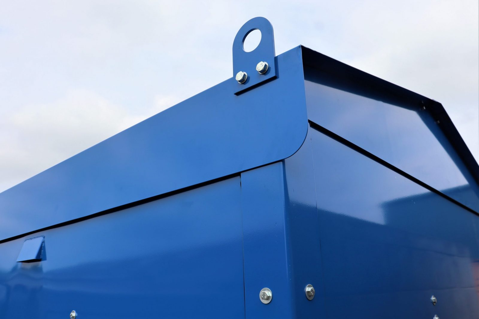 Chemical Store VCS1500 has roof lugs for easy lifting
