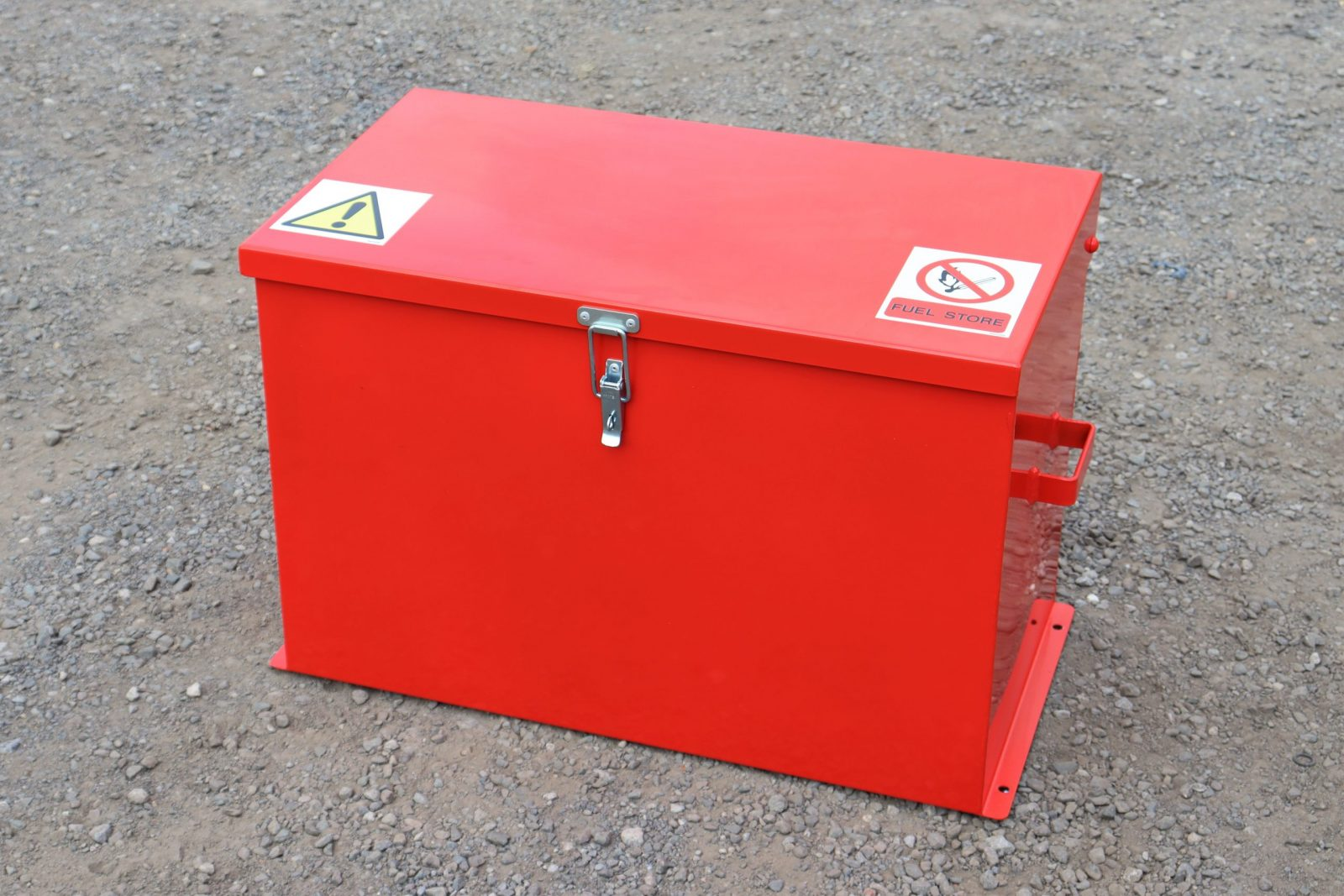 The VFSJC fuel store from VALE Engineering can hold up to four 'army-style' Jerry cans containing petrol or diesel.