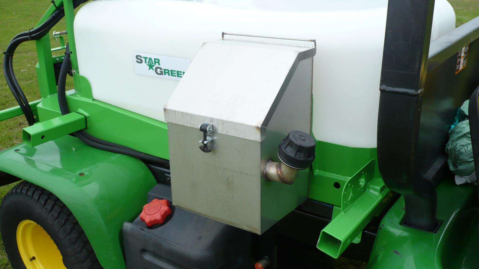 STARGREEN's DM450Pro and DM700Pro UTV Demount Amenity Sprayers - detail