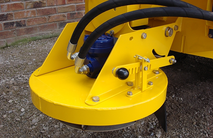 Salt Spreader/Snowplough Mini-Tractor Combi has hydraulically driven stainless steel disc, with adjustable spread width from 1.0m to 4m