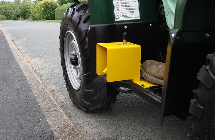 ATV quad bike mounted Weed Sprayer has Very Low drift nozzle technology - all nozzles are of an Air Inclusion design