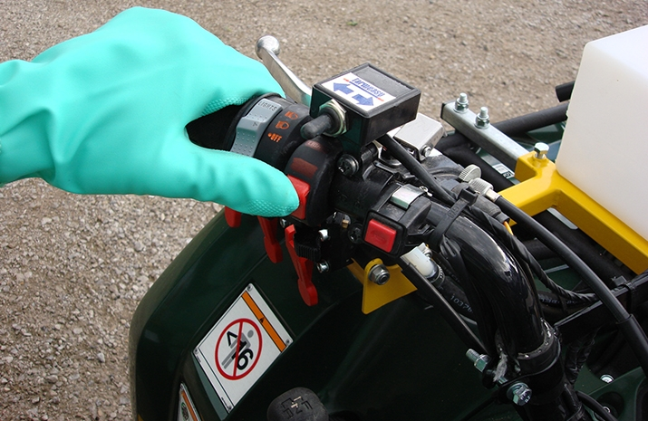 Handlebar mounted on/off switch for Hands on the handlebar control of spray when riding the ATV quad bike mounted Weed Sprayer