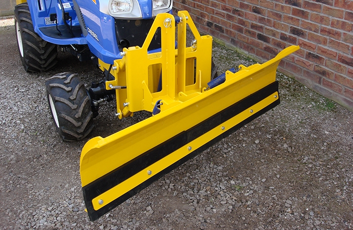 These heavy-duty snow plough are capable of ploughing to the left or right, as well as bulldozing snow in a central position.