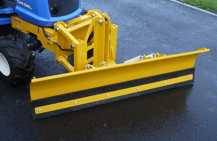 Large, abrasion-resistant wearing edge which can be refitted multiple times on these snow ploughs from VALE Engineering