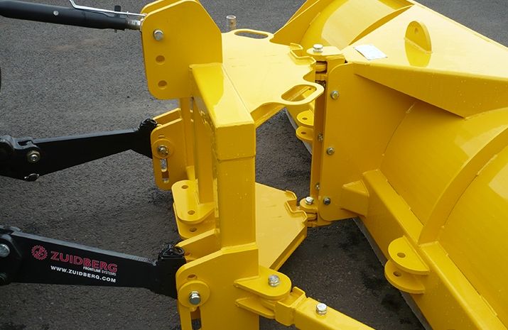 Standard category 2 mounting bracket on VALE Engineering's Tractor Snow Plough SP2400HD - detail