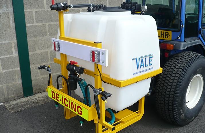 Liquid De-Icing Sprayers feature 400 or 1000 litre polypropylene tank