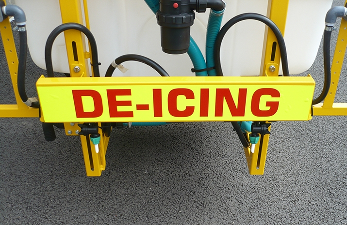 Middle boom of Liquid De-Icing Sprayers will treat 1.2m (400 litre) or 2.7m (1000 litre)