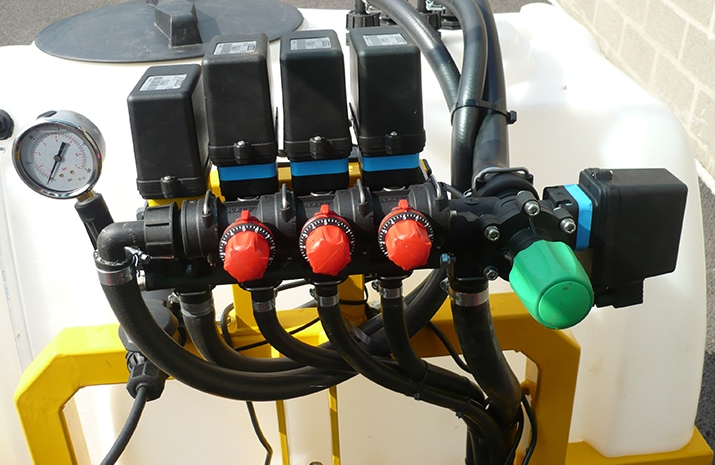 Electrically controlled spraying pressure to control application rate of Liquid De-Icer Sprayers