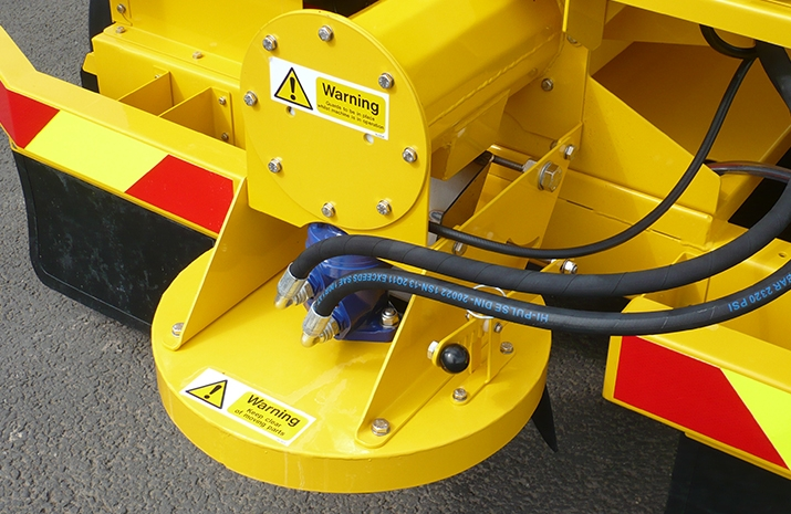 The TS1200 salt spreader (gritter) can spread wet or dry, brown or white salt.