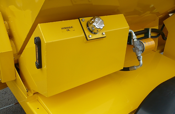 VALE Engineering's TS1200 salt spreader has a 60 litre hydraulic tank c/w canister type spin-on return line filter, breather cap and sight gauge