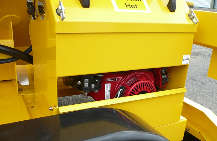 VALE Engineering's TS1200 salt spreader (gritter) is hydraulically powered from an on-board key start Yanmar L70 diesel auxiliary engine