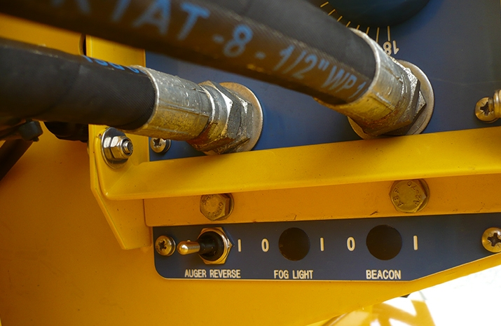 Auger reverse switch on the TS1200DC Trailed Salt Spreader (gritter)