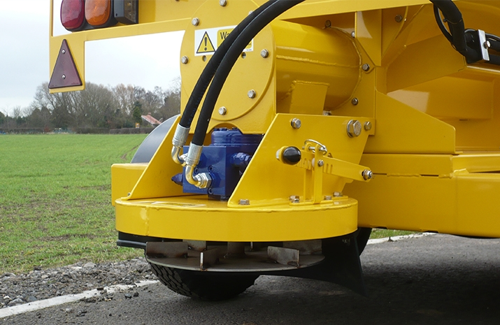 The VALE TS1700 Tractor Towed Salt Spreader (Gritter) from VALE Engineering has a high speed spreading disc to spread up to 15m