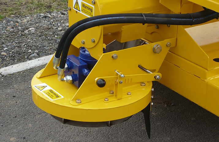 Hydraulically driven stainless steel disc on the VALE TS1700 Tractor Towed Salt Spreader (Gritter) from VALE Engineering has adjustable spread width