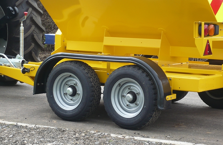 High quality twin axles fitted with torsion spring suspension and automatic brakes on the VALE TS1700 Tractor Towed Salt Spreader (Gritter) from VALE Engineering