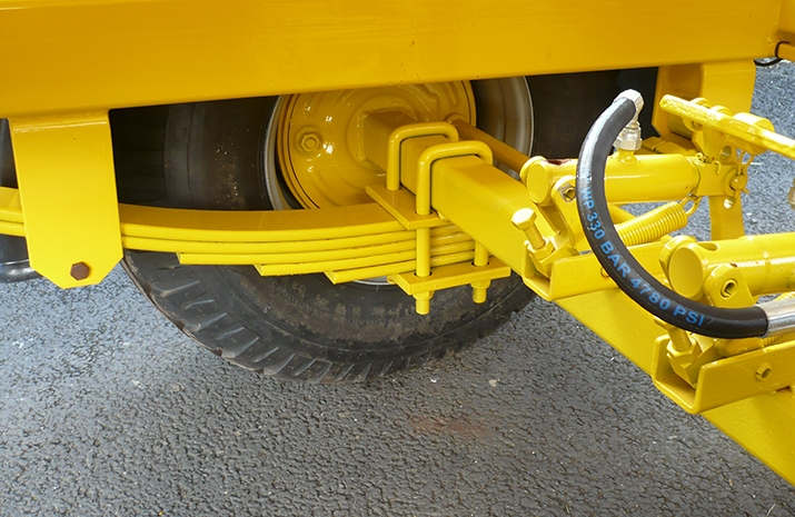 VALE Engineering's VALE TS3000 has leaf spring suspension and hydraulically operated braked axle with flat cam brakes