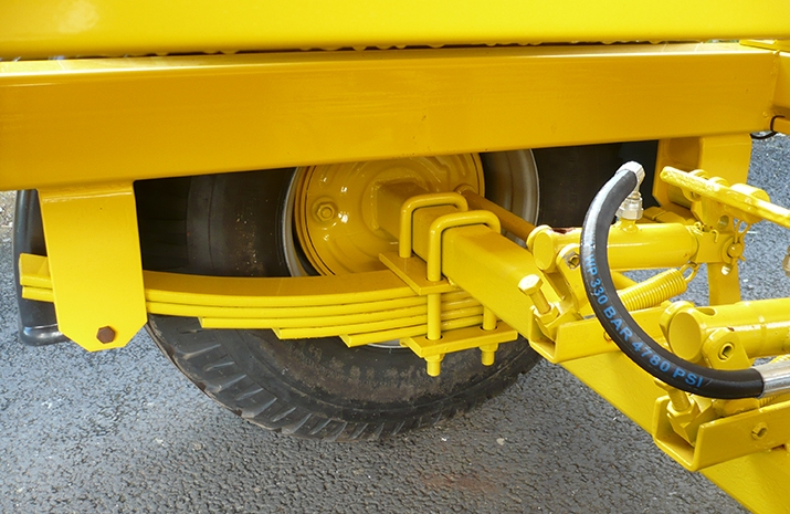 The VALE TS3000 is fitted with a robust agricultural axle and hydraulic brakes.