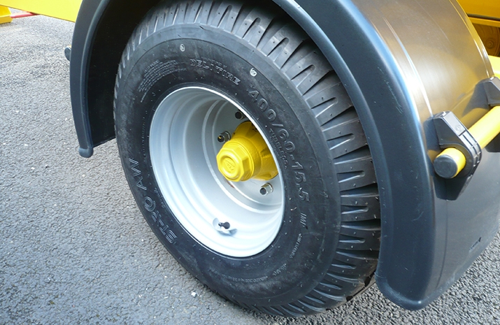 VALE Engineering's VALE TS3000 Tractor Towed Salt Spreader has 6 stud wheels fitted with 14ply tyres