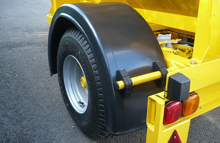 VALE Engineering's VALE TS3000 Tractor Towed Salt Spreader has single arch plastic mudguards