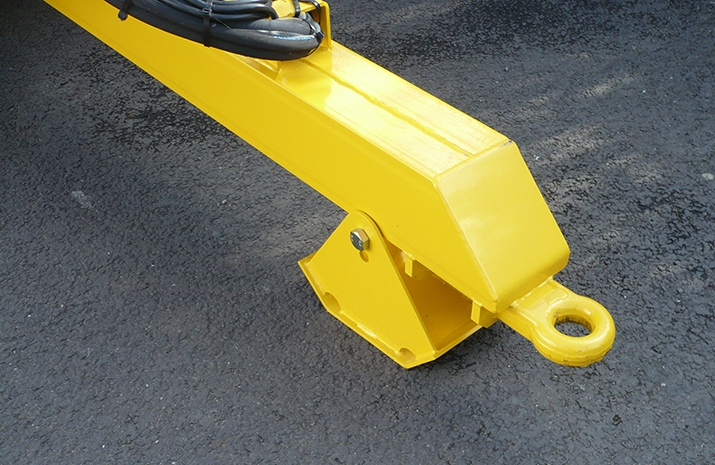Heavy duty agricultural towing eye on VALE Engineering's VALE TS3000 Tractor Towed Salt Spreader
