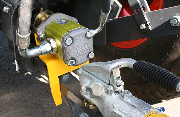 VALE TS500 Tractor Towed Salt Spreader (Gritter) is hydraulically powered by the quick release PTO mounted pump which is fitted to thetractor PTO