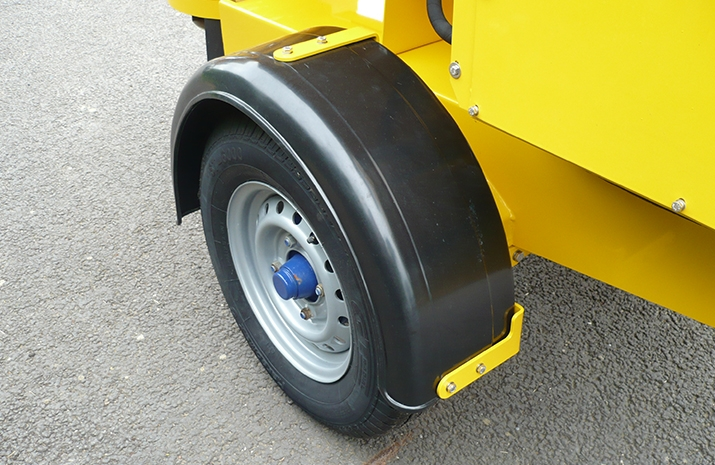The VALE TS500 Tractor Towed Salt Spreader (Gritter) has single arch plastic mudguards