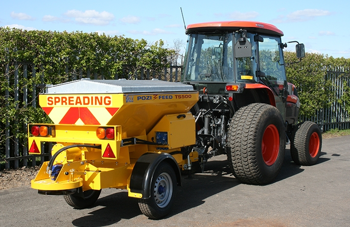 The VALE TS500 Tractor Towed Salt Spreader (Gritter) has a 0.5m³ Mild Steel Hopper