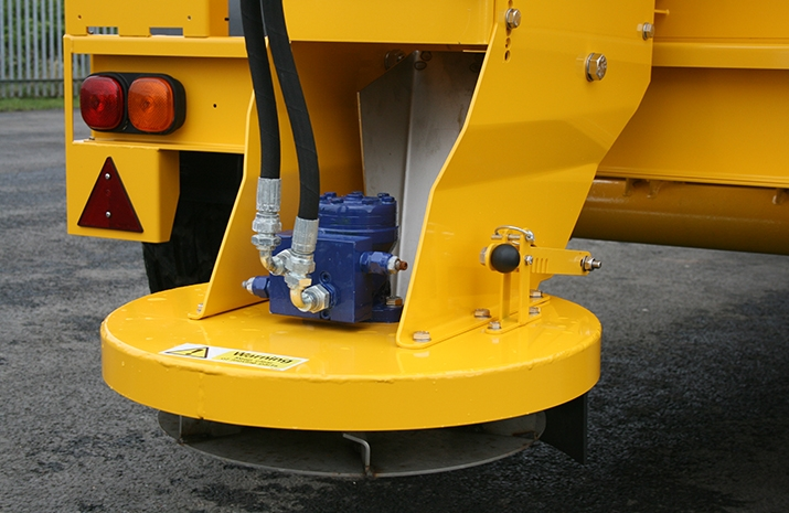 Hydraulically driven stainless steel disc on the Tractor Towed Salt Spreader (Gritter) VALE TS5000 with adjustable spread width from 1.8m to 9m