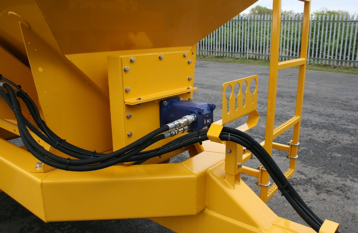 The Tractor Towed Salt Spreader (Gritter) TS5000 is hydraulically powered from the tractors auxiliary hydraulic circuit (spool valves)