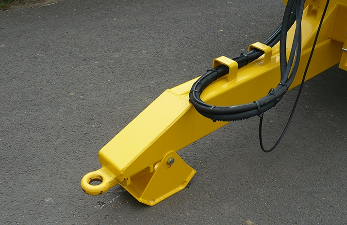 Heavy duty agricultural towing eye on the VALE TS5000 Tractor Towed Salt Spreader (Gritter)