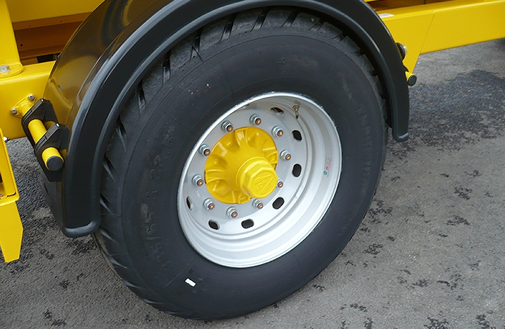 High speed road going 10 stud wheels and Super Single tyres on VALE Engineering's VALE TS5000