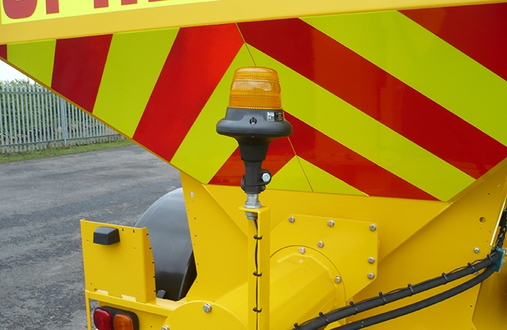 Rear mounted xenon low current beacon on the Tractor Towed Salt Spreader (Gritter) VALE TS5000 from VALE Engineering