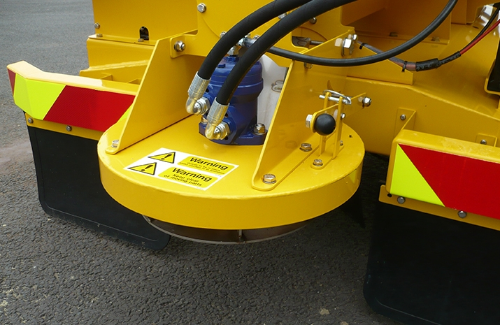 Hydraulically driven stainless steel disc on VALE Engineering's TS500HS salt spreader (gritter), with adjustable spread width from 1.8m to 8m
