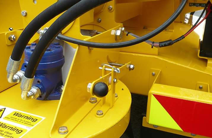 Symmetric and asymmetric patterns achievable using a manually adjustable chute on VALE Engineering's TS500HS salt spreader (gritter)