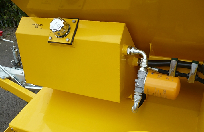 60 litre hydraulic tank with canister type spin-on return line filter, breather cap and sight gauge. Seen here on VALE Engineering's TS500HS salt spreader (gritter)