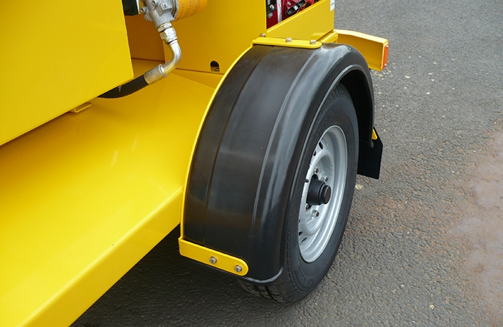 VALE Engineering's TS500HS salt spreader (gritter) has single arch plastic mudguards