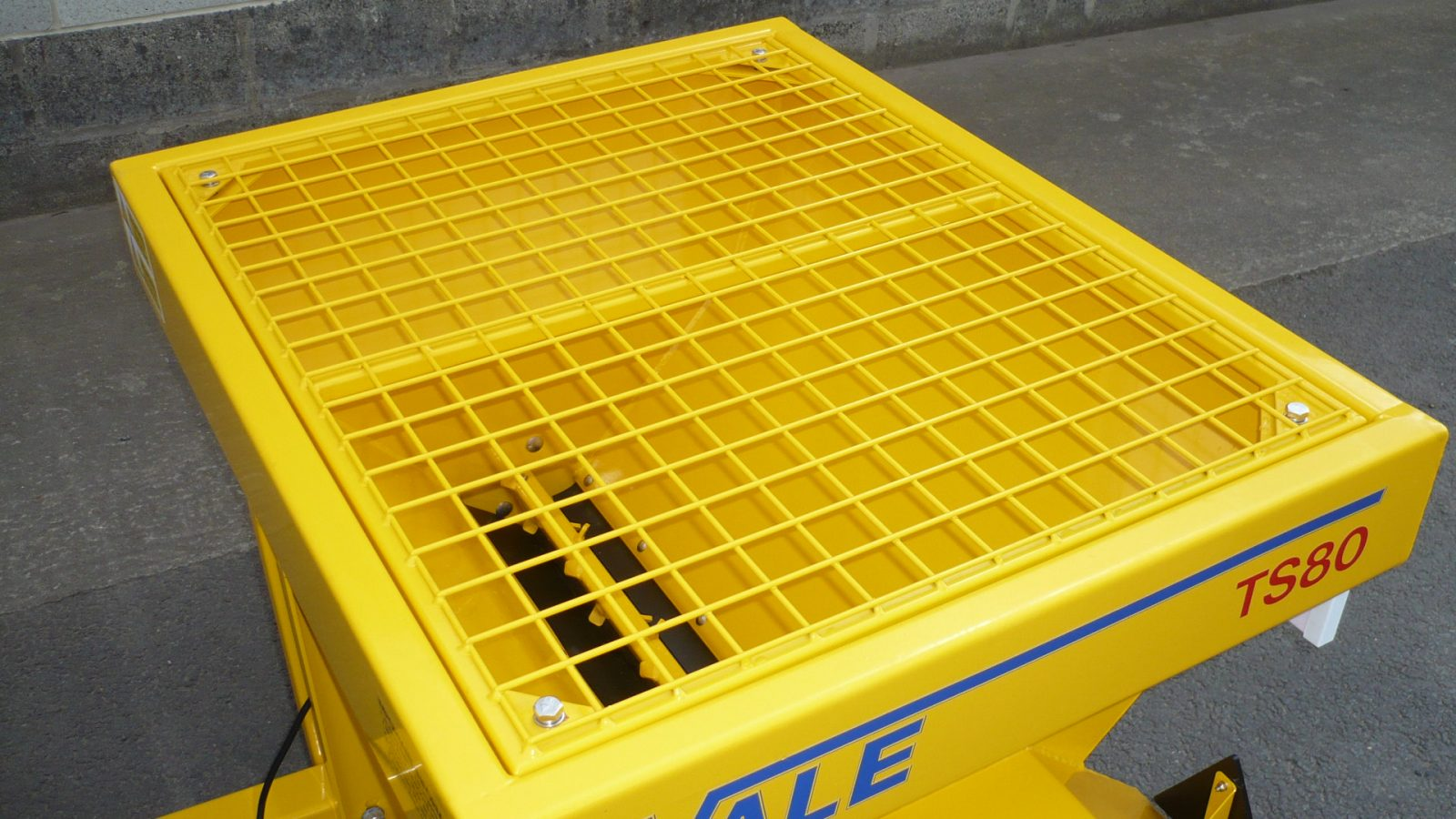 The TS80 Towed Drop Gritter has a 0.285m³ hopper capacity to take approximately 400kg of salt. It can spread wet or dry, brown or white salt