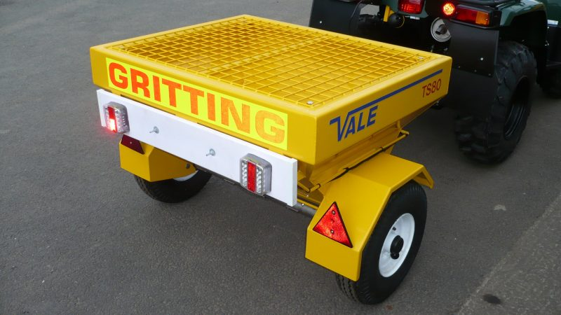 The TS80 Drop Gritter has a 0.285m³ hopper capacity to take approximately 400kg of salt.